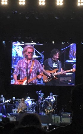 Tinley Park, IL: Hall & Oates....great concert!
