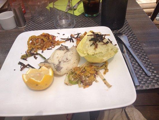 Pianottoli-Caldarello, France: Cupcake à la châtaigne et filet de saint pierre avec son écrase de pommes de terre