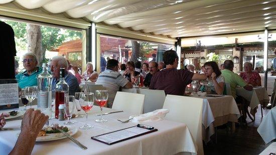 El Jou Vell: une des salles du restaurant