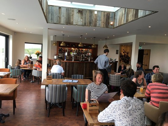 St Issey, UK: Eating area overlooking the estury