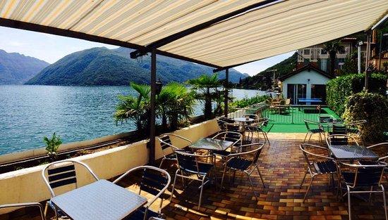 Hotel Garni Battello: Die Terrasse des Hotels