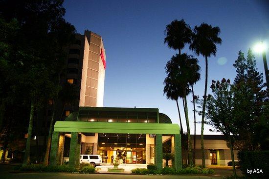 Rancho Cordova, CA: Frente hotel