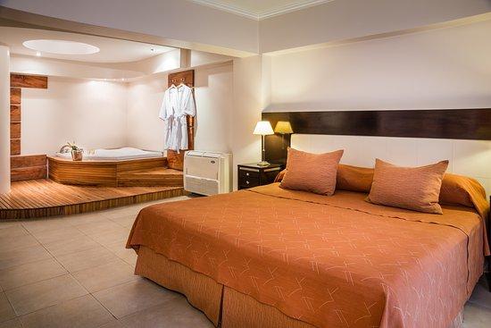 Montanas Azules Apart Hotel: Jacuzzi en Suite Montañas Azules