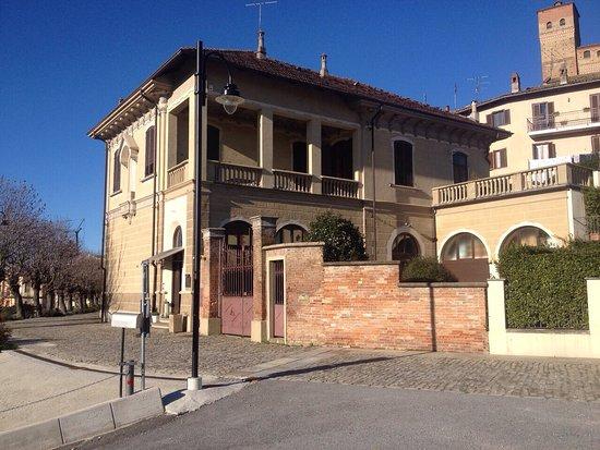 Serralunga d'Alba, Italia: L'Antico Asilo