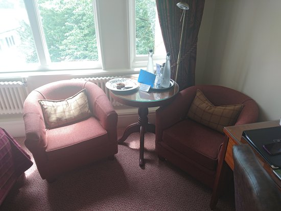 Standish, UK: Seating area in room