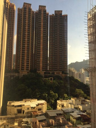 Mini Hotel Causeway Bay Hong Kong: This looked up to the hills and parks.