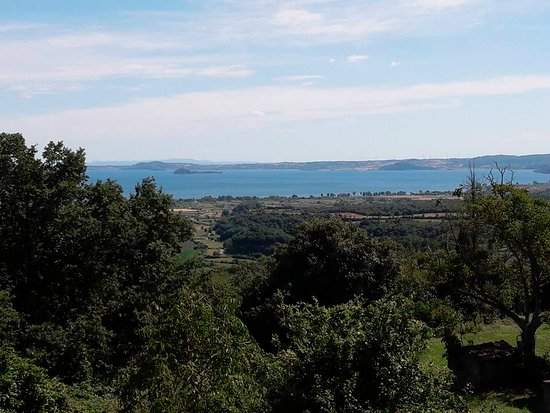 San Lorenzo Nuovo, Italia: Panorama a pochi metri dal locale....