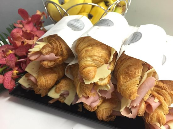 Tully, Australia: Fresh made ham and cheese croissants