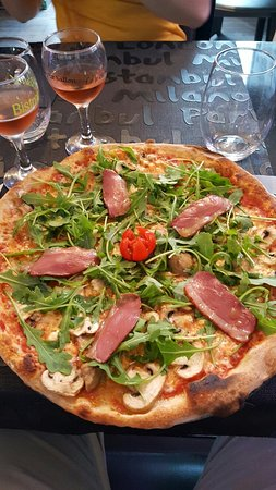 Frontignan, France : Eden pizza