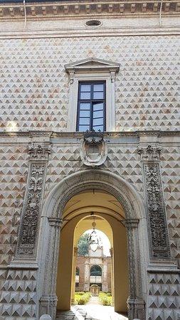 Palazzo dei Diamanti: 20160721_182107_large.jpg
