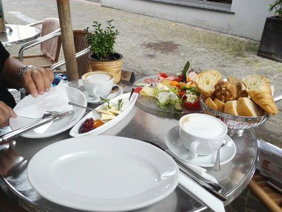 Leckeres Frühstück mit italienischem Flair