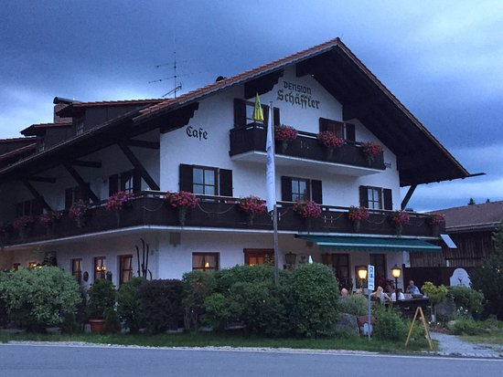 Bischofsmais, เยอรมนี: Beautiful grounds compliment tasty Czech & Bavarian cuisine. Best cappuccino in Bavaria, beans r