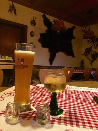 Bischofsmais, Allemagne : Beautiful grounds compliment tasty Czech & Bavarian cuisine. Best cappuccino in Bavaria, beans r