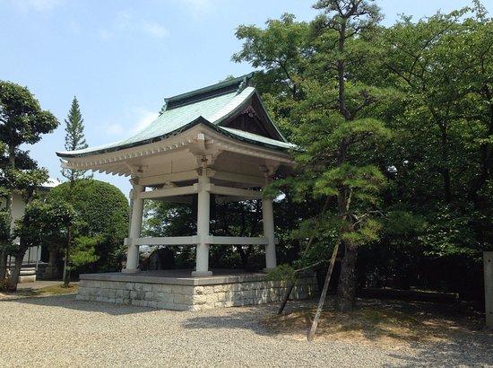Saijo, ญี่ปุ่น: 香園寺 鐘(コンクリートでできている)