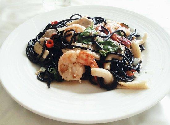 Chef Thanom : Stir-fried black spagetti with seafood