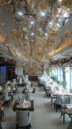 Asienpalast: auf der Durchreise... wir haben es gemocht! Sehr sehr freundliche Bedienungen, reichhal. Buffet,