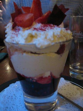 Easingwold, UK: Eton Mess (dessert)