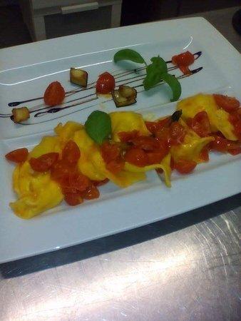 Fanano, Italy: Dai cappellacci alle ottime pizze un po' di pesciolino il filetto di carne ���� al ottimo mascar