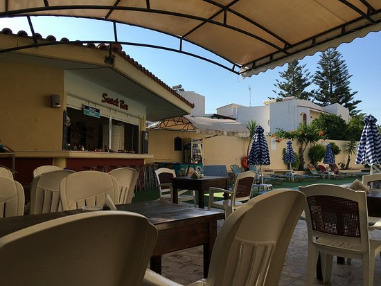 Margaret Studios: Снэк бар. Утром завтрак, потом за деньги можно перекусить.