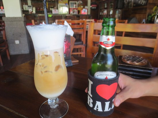 Putu Bali Villa and Spa: カプチーノ&ビール