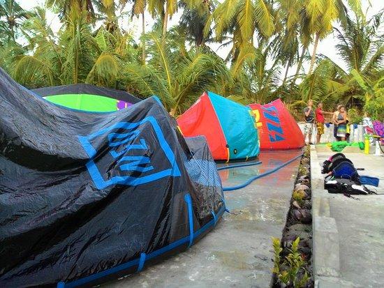 Mannar, ศรีลังกา: kite cleaning KiteOnAir.com