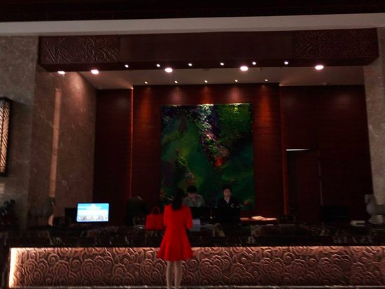 Pulandian, China: Reception desk