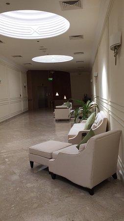 Liwa Oasis, Birleşik Arap Emirlikleri: فندق جميل وهادىء يستحق الزيارة لمن يبحث للهدوء والاسترخاء بعيد عن الحياة المدنية
