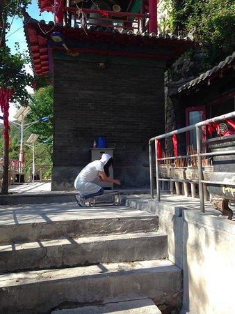Pulandian, Çin: Modern woman, ancient practice
