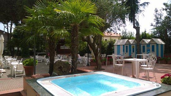 Hotel capriccio bewertungen fotos preisvergleich cervia italien tripadvisor - Bagno sara beach pinarella ...