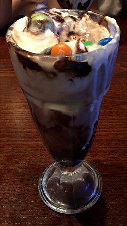 Rushden, UK: Sundae? More like milkshake
