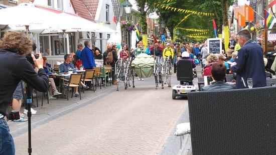 Terschelling, เนเธอร์แลนด์: Het straattheater bij Oerol is geweldig!