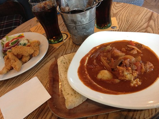 The Dog and Gun: Starter chicken strips and small Hungarian goulash
