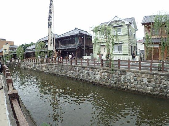 香取市, 千葉県, 川添の道は良く整備されている