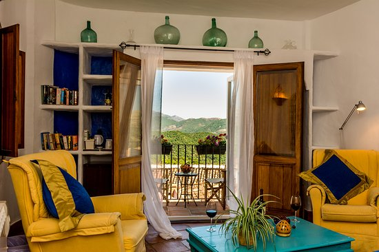 Cartajima, Hiszpania: Rooms are peaceful and beaufiful