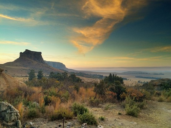 Harrismith, Republika Południowej Afryki: Our balcony view for a July sunset