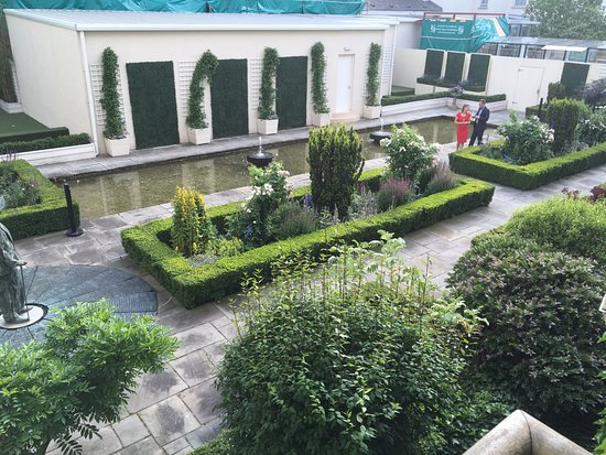 The Merrion Hotel: View from our room of the gardens.
