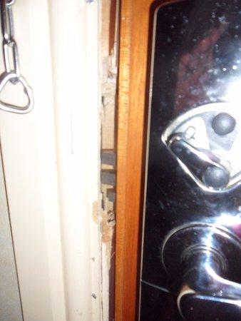 Daresbury, UK: Door lock inside