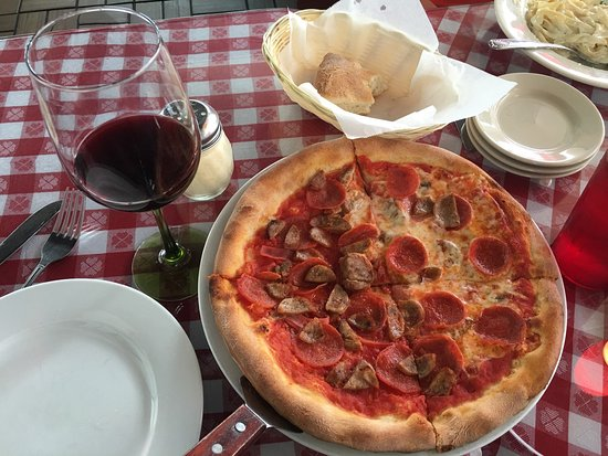 Pooler, Géorgie : So-so to good. Nice service. Good fettuccini and pizza, so-so meatballs and location, but worth