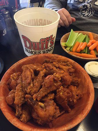 Amherst, NY: Great wings!