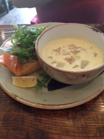 Inverurie, UK: Cullen skink with smoked salmon sandwich