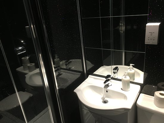 Chase The Wild Goose Hostel: New Shower Rooms