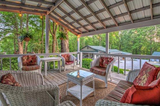 Linville Falls, Karolina Północna: Lodge Outdoor Deck