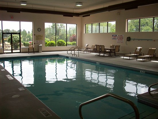 Hampton Inn Uniontown: Pool Overview 2