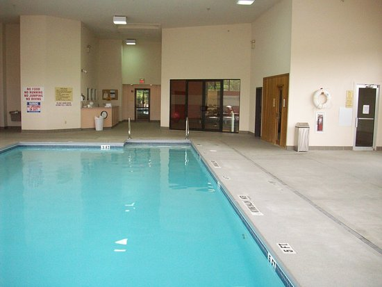 Uniontown, Pensilvania: Pool, Fitness Center, Sauna, And Steam room