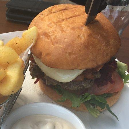 Warners Bay, ออสเตรเลีย: Chips and Burger