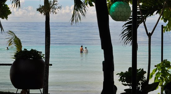 Dumaluan Beach Resort: A few steps from the resort takes you to the water's edge.