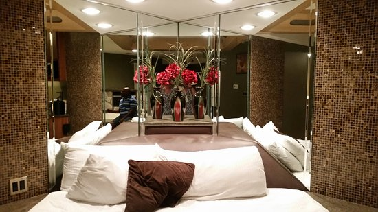 Champagne Lodge and Luxury Suites : 20160721_203205_large.jpg