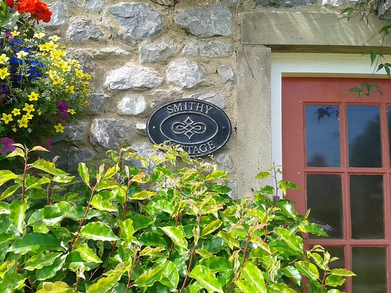 Yorkshire, UK: Smithy Cottage ..home of Rhona , Leo Goskirk