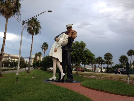 Unconditional Surrender Sculpture: the Famous Kiss Statue