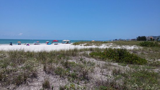 Madeira Beach: Yes, it's got white sand, but nothing else.